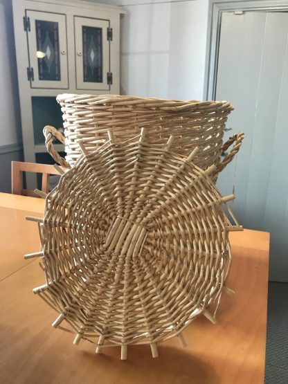 BASKET WITH A LID 2