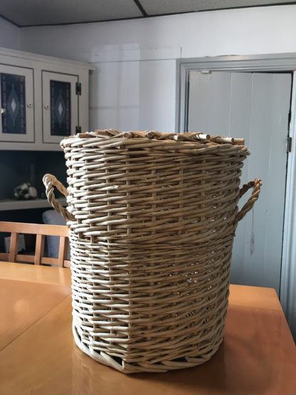 BASKET WITH A LID 1
