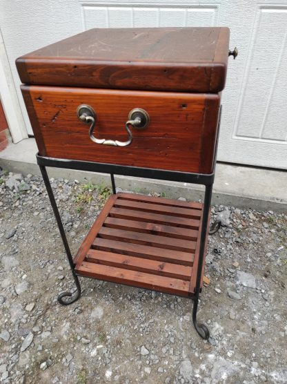 STORAGE END TABLE WITH CHEST TOP 1