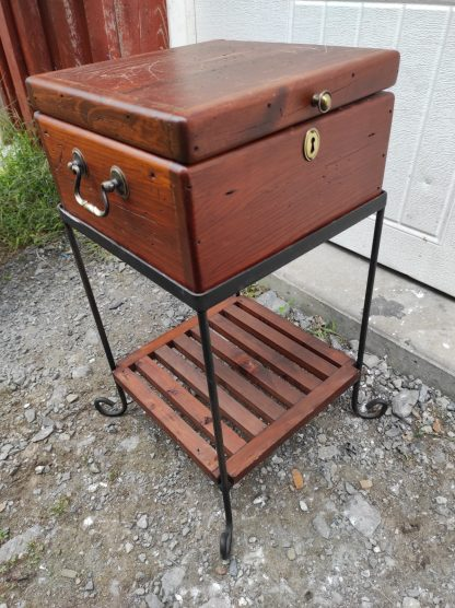 STORAGE END TABLE WITH CHEST TOP 3