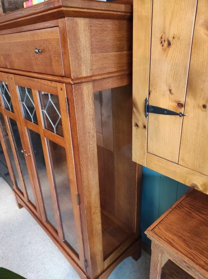 LEADED GLASS DISPLAY CABINET BY LEXINGTON 3