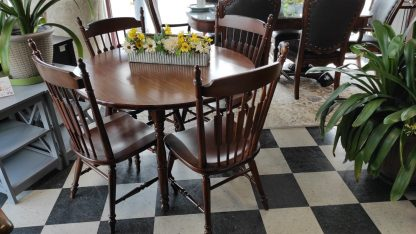DROP LEAF FORMICA TOP TABLE W/ 4 CHAIRS 1