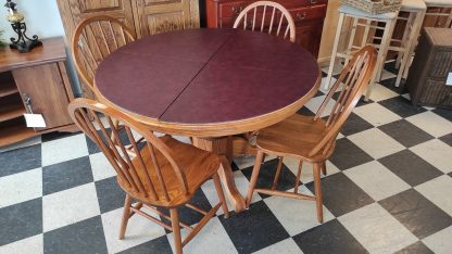 5 PIECE OAK PEDESTAL TABLE WITH TWO BOARDS AND PADS 1