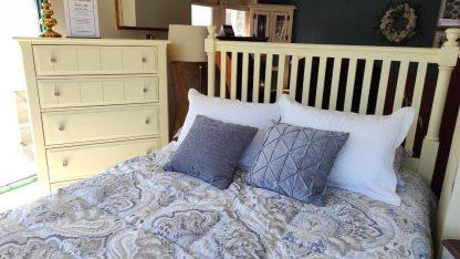 ANTIQUE WHITE QUEEN SIZE BEDROOM SET 1