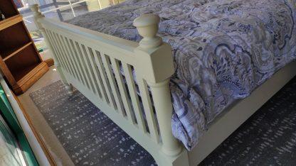 ANTIQUE WHITE QUEEN SIZE BEDROOM SET 2